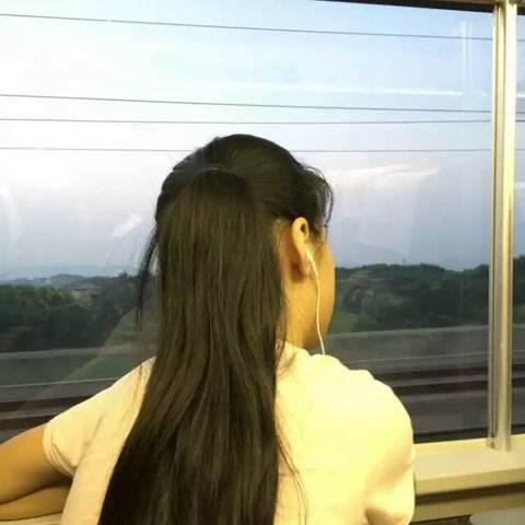微信QQ头像女神背影长发女神照片,00后长发女神自拍图片