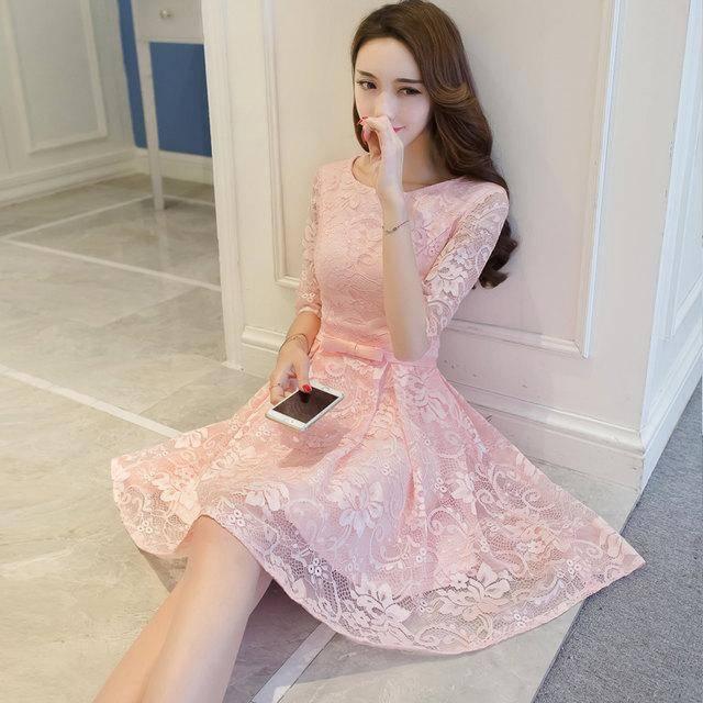 粉色连衣裙流行色款式推荐 各种年龄MM穿上超美