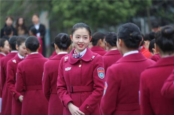 航空专修学院外国美女与数十名00后空姐女生高清照片