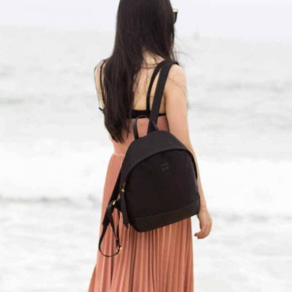 出差、旅游都背什么双肩包?春风十里背个双肩包去旅游