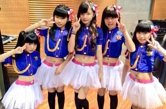 00后小学生女团大美腿成员,日本12岁萝莉小学生女团