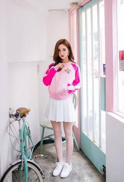 白色运动鞋肉丝袜清纯美少女图片, 青春美女大学生写真