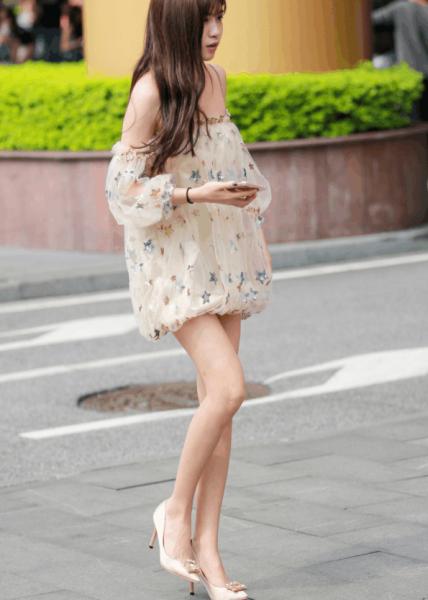 今年流行的穿衣搭配美女街拍,中国女生的衣品越来越高