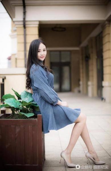 少女街拍图片美美哒, 简单漂亮的大长腿长发女孩写真