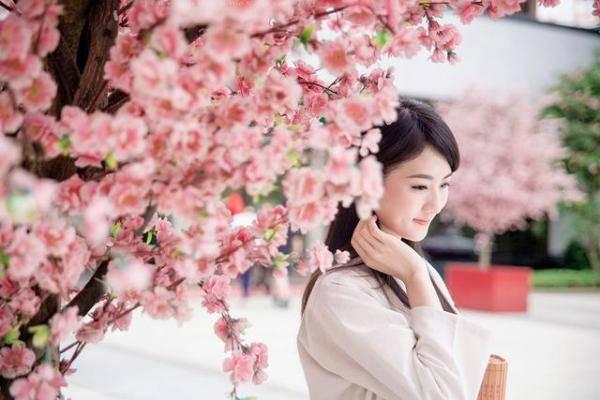 桃花配美女图片,赞美桃花和美女的诗词句子