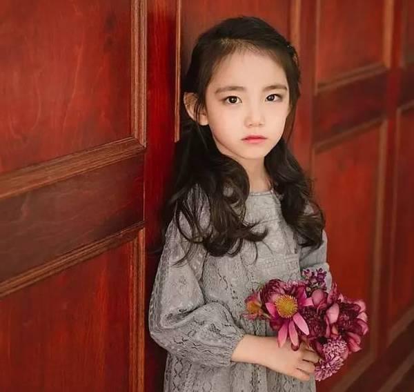 如今的孩子越来越早熟,00后12岁女孩已化妆6年你怎么看?