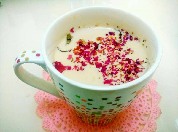 什么泡水喝美容养颜,孕妇经期能喝玫瑰花泡水吗?