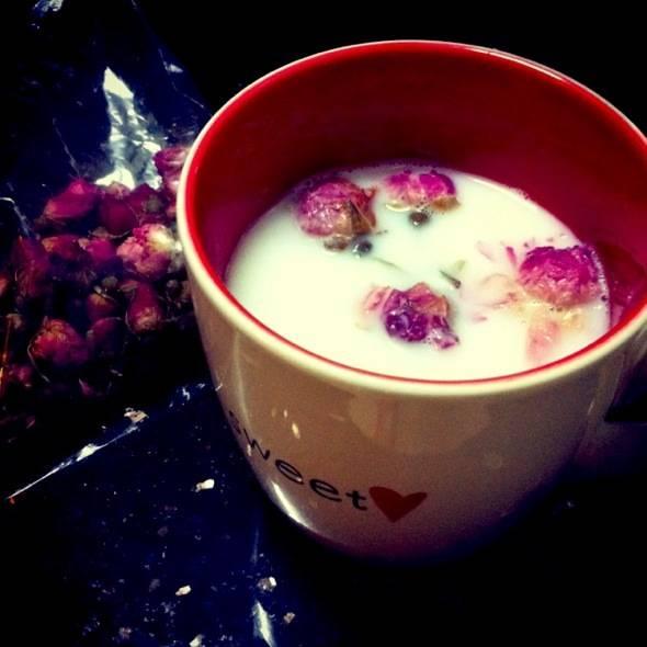 玫瑰花泡水男人能喝吗?男人喝玫瑰花茶的好处坏处
