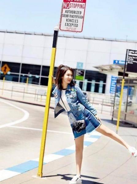 杨紫机场街拍热图网最新,学生大长腿高颜值街拍
