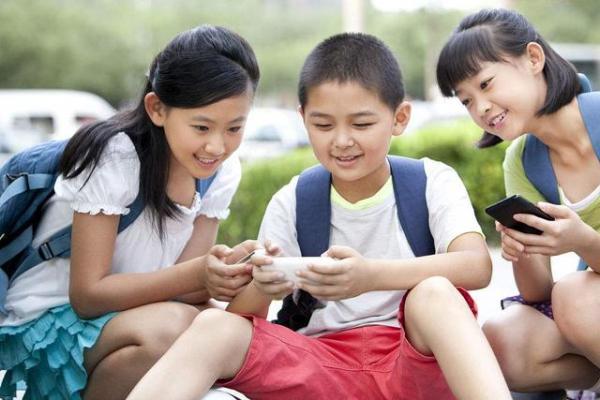 学校课堂上孩子沉迷手机怎么办?适合学生的手机品牌推荐